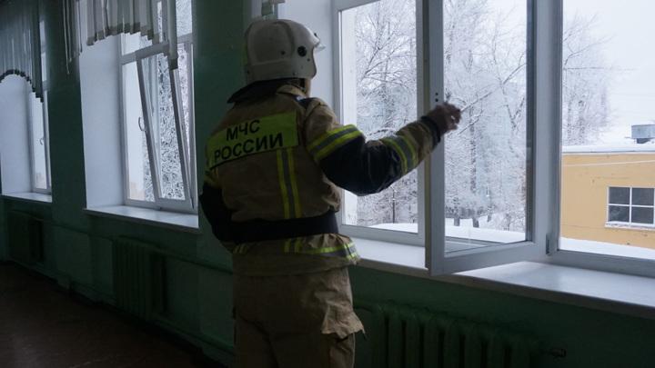 Пожар в вологодской школе: учителя смогли погасить пламя