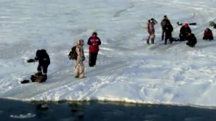 Льдину с восемью рыбаками унесло в Охотском море