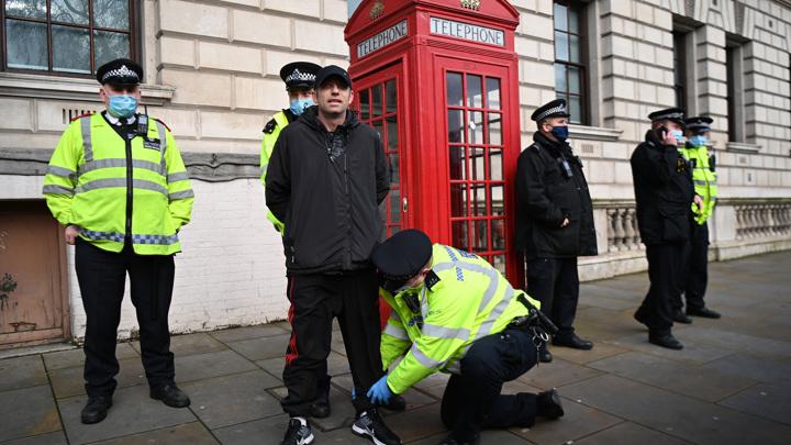 В Британии вводят штрафы за участие в домашних вечеринках