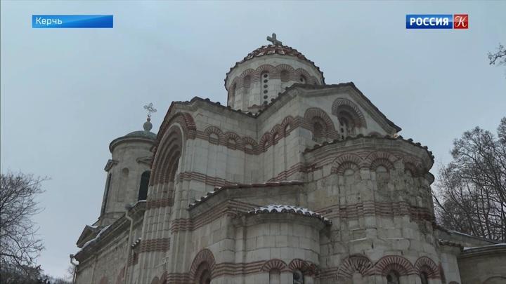 Застройка возле древнейшей церкви в Керчи грозит ей обрушением