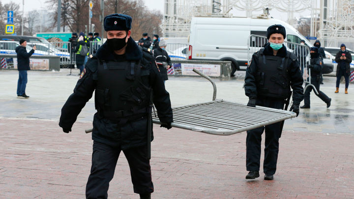 В центре Москвы ОМОН угостит всех желающих горячим чаем