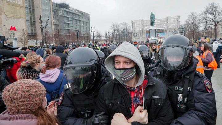 Протестующих россиян подогрели старым фото из Минска