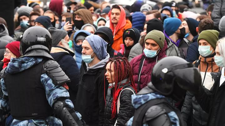 19 зараженных COVID-19 принимают участие в столичных митингах