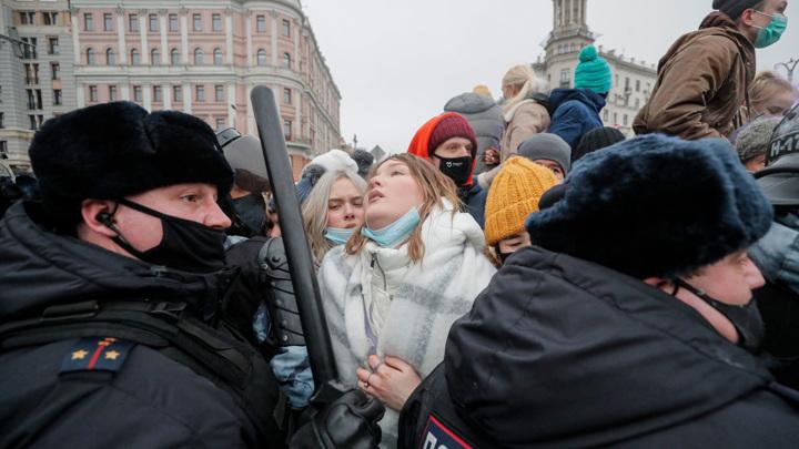 На незаконную акцию в Москве пришли больные ковидом