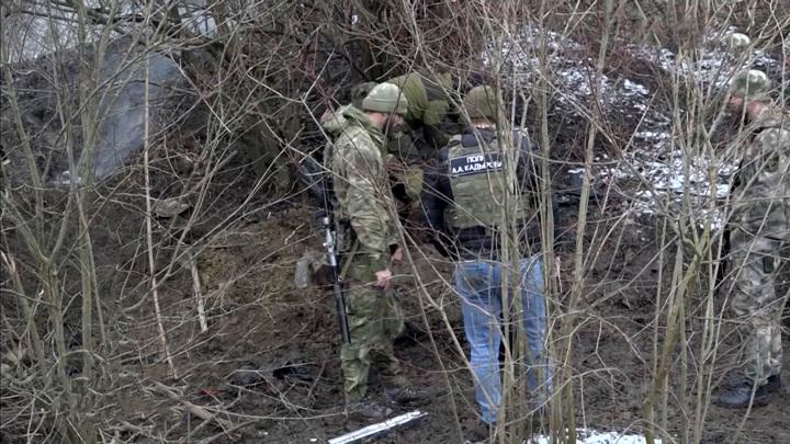 Фотоловушки и щупы: подробности спецоперации в Чечне