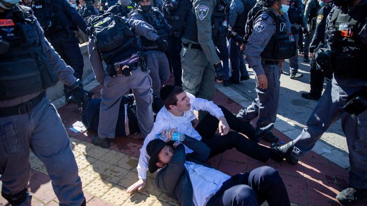 Израиль прививается и закрывается