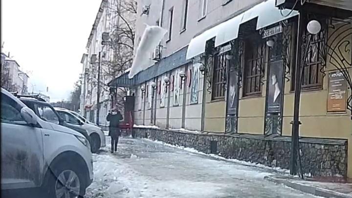 Глыба, упавшая с крыши в Пензе, стала причиной уголовного дела