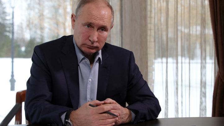 Путин рассказал о своей учебе игре на баяне