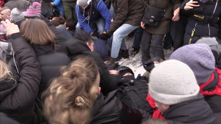 Митинги в России: где граница, разделяющая свободу и беззаконие