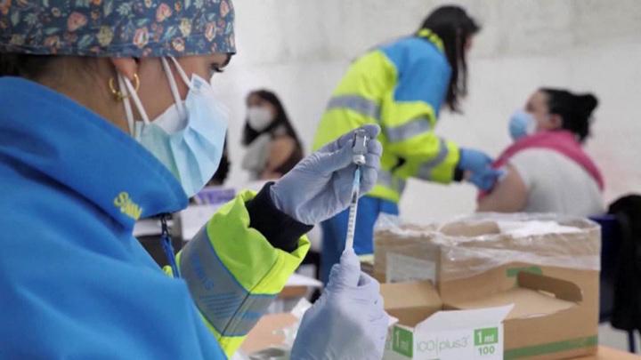 COVID-19 в Европе:  скандал с вакцинацией, новый локдаун и нехватка медиков
