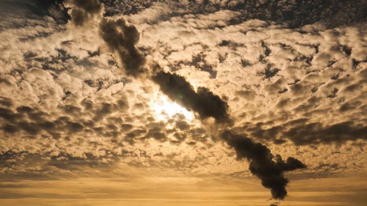 Взвешенные в воздухе частицы негативно влияют на зрение людей.