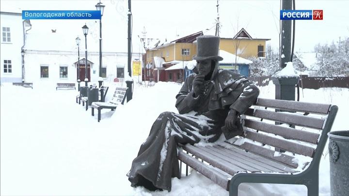 """В городе Устюжна установили скульптуры персонажей """"Ревизора"""" Гоголя"""