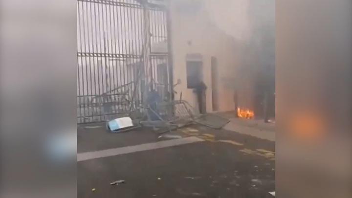 """Футболист """"Марселя"""" ранен после атаки фанатами клубной базы"""