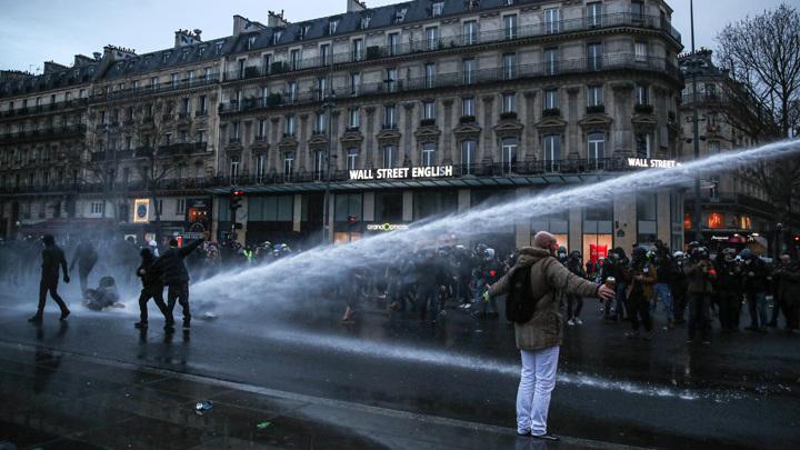Французская полиция задержала 35 манифестантов