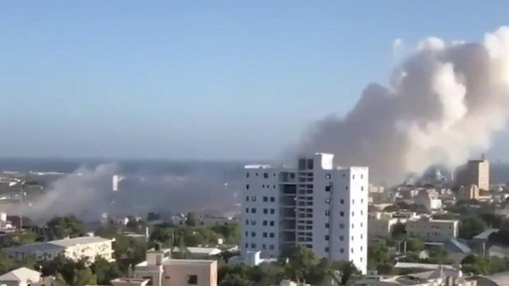 В сомалийской столице террористы взорвали отель