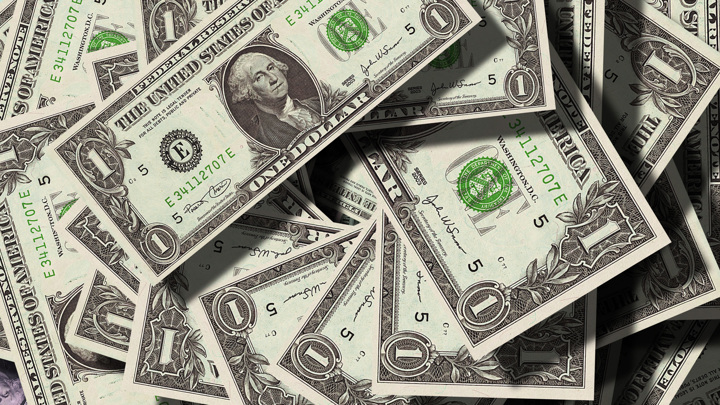 Доллар упал до минимума июля 2020 года – ниже 71