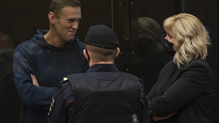 Это саморазоблачение: Захарова удивлена присутствием иностранных дипломатов на суде Навального