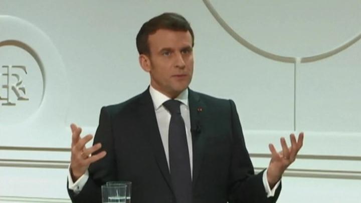 Макрон: для общения с Россией нужны открытый диалог и санкции