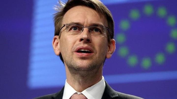 ЕС призвал Россию не высылать дипломатов