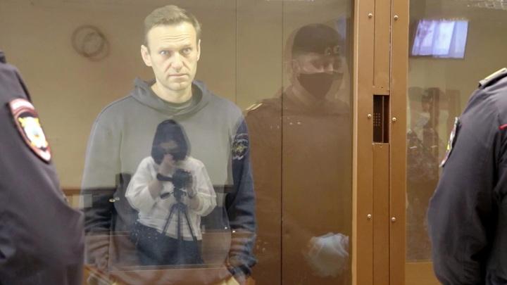 Навального не отправят в колонию до вступления приговора в силу