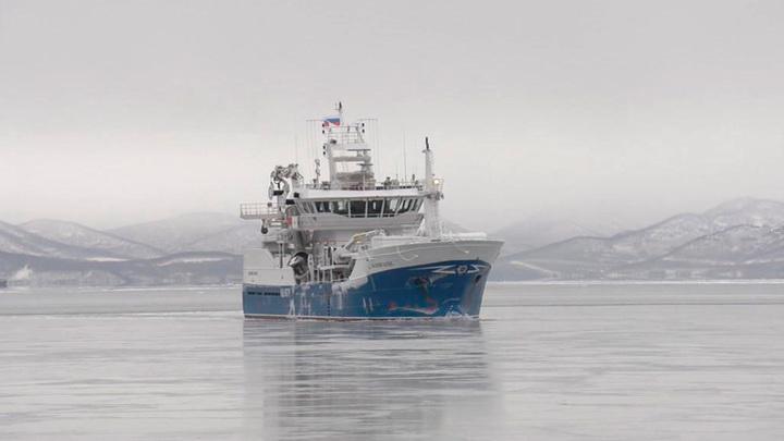 Новый рыболовецкий траулер выходит на просторы Тихого океана