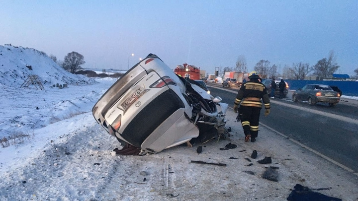 Два человека на Lexus погибли в страшном ДТП под Уфой