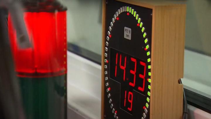 Часы в радиостудии