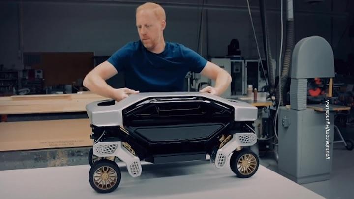 Hyundai представила концепт шагающего автобота-доставщика
