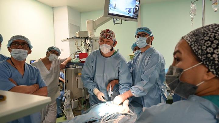 Мастер-класс по хирургии: иркутский профессор поделился опытом с коллегами в Казахстане