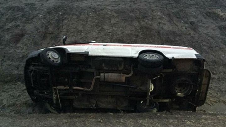 Карета скорой помощи перевернулась на трассе в Ставропольском крае