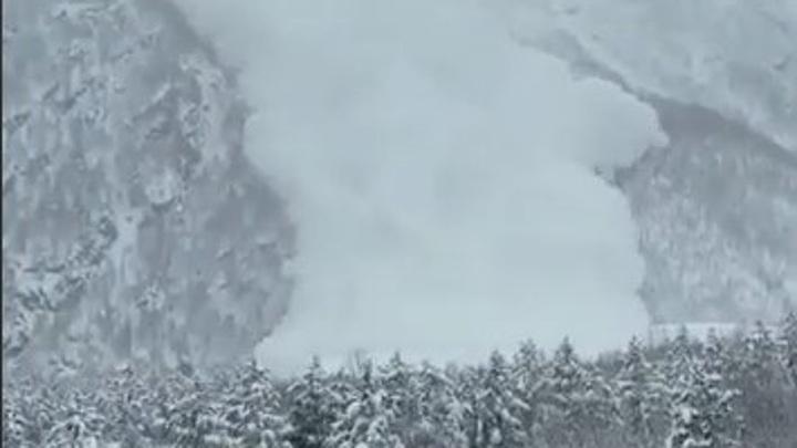 На Эльбрусе сошла мощная лавина, часть горнолыжных курортов Ставропольского края закрыта