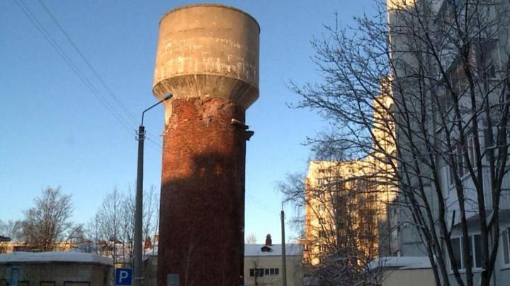 В Архангельске сносят водонапорную башню на Новгородском проспекте