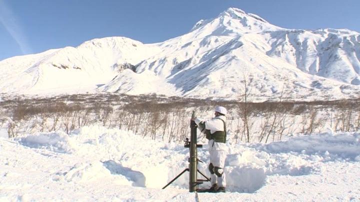 Минометчики ТОФ обстреляли лавиноопасные горные склоны на Камчатке