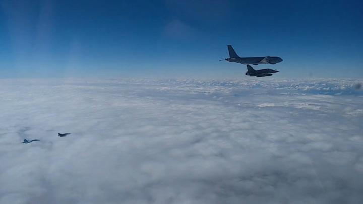 Над Черным морем Су-27 проводили французов восвояси