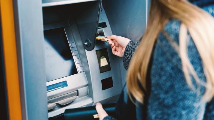 Аналитики подсчитали, сколько российских банков могут потерять лицензию