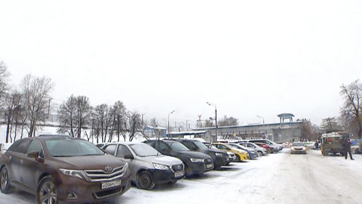 """Автомобилисты теперь могут использовать """"Тройку"""" на парковках"""