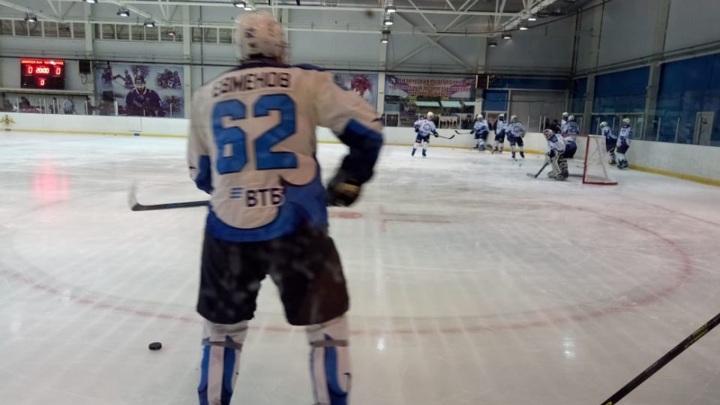 Главнокомандующий ВМФ России сыграл в хоккей в Севастополе