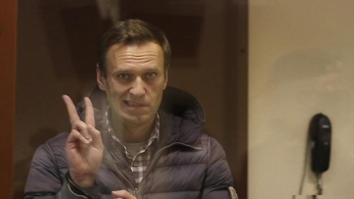 В суде Навальный делился рецептами и читал интервью жены