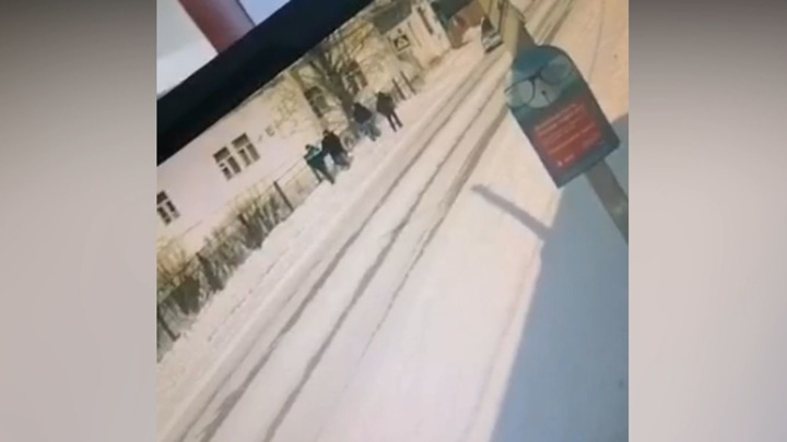 Малолитражка сбила двух пешеходов на тротуаре в Сретенске