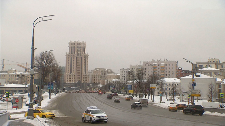 Москву полирует ледяной дождь: погода испытывает нервы и сосуды