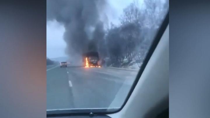 На трассе в Приморье сгорел рейсовый автобус