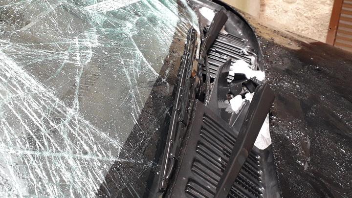 Петербургские автомобилисты жалуются на побитые глыбами льда машины