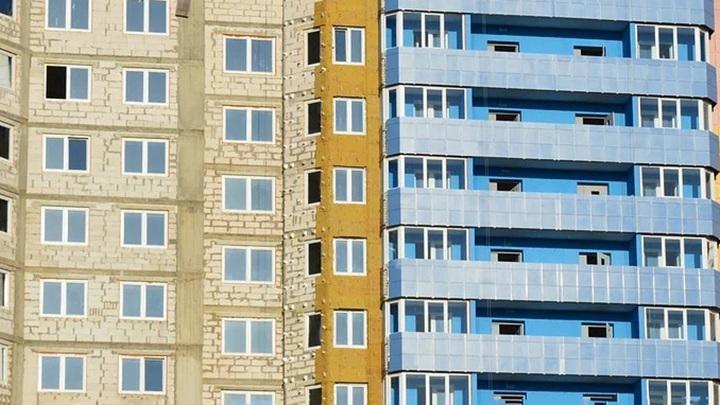 В Ярославле девочка выжила, упав с седьмого этажа в сугроб
