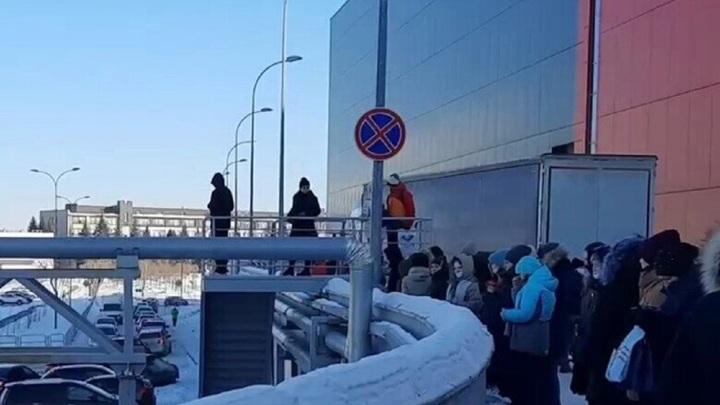 В Челябинске из ТЦ эвакуировали почти 900 человек, тревога оказалась ложной