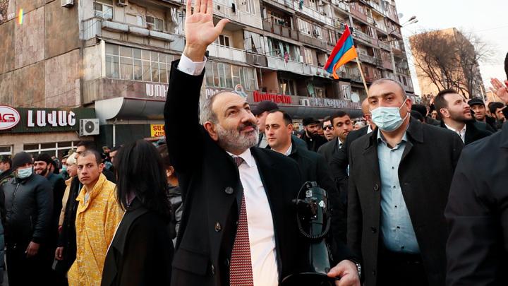 В Ереване растут баррикады оппозиции