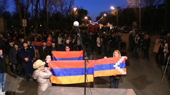 Совбез Армении призвал президента страны уволить главу Генштаба
