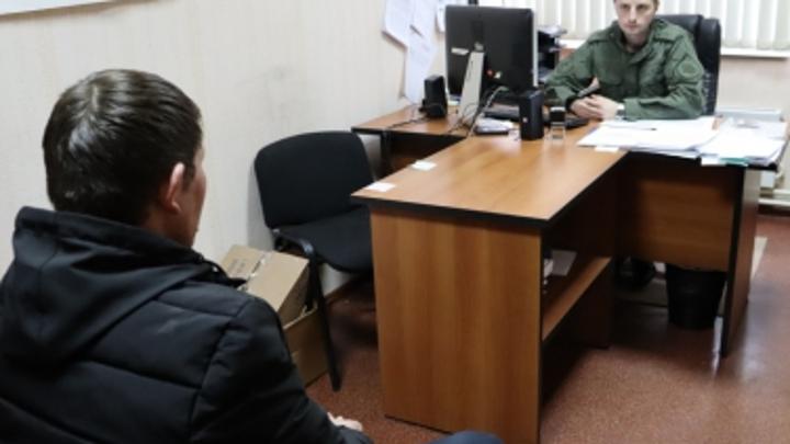 Подозреваемого в убийстве нижегородской семьи допрашивают следователи