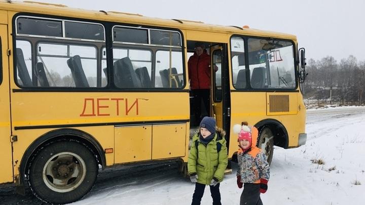Полсотни новосибирских детей не добрались до школы из-за сломанного автобуса