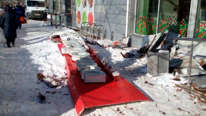 Пенсионерка, пострадавшая от падения вывески в Нижнем Новгороде, умерла
