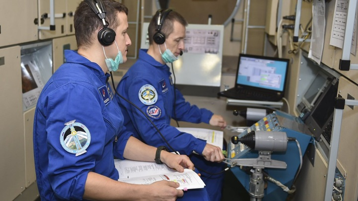 Трещины на МКС: Рыжиков будет сверлить, Кудь-Сверчков пылесосить